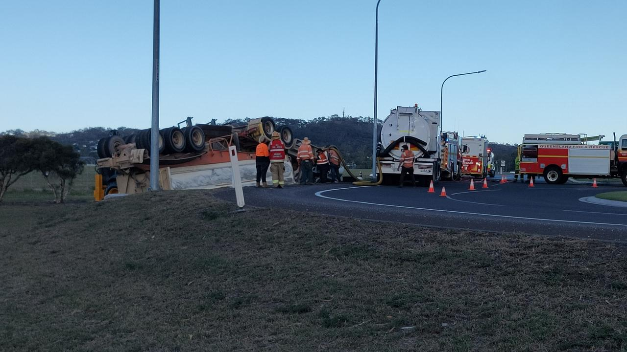 A truck has rolled on the Dawson Highway at Clinton.