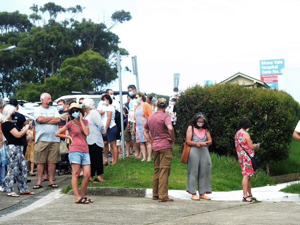 Northern Beaches local residents line up at Mona Vale hospital for COVID-19 tests after four locally acquired cases were reported in the area. Picture: NCA NewsWire / Jeremy Piper
