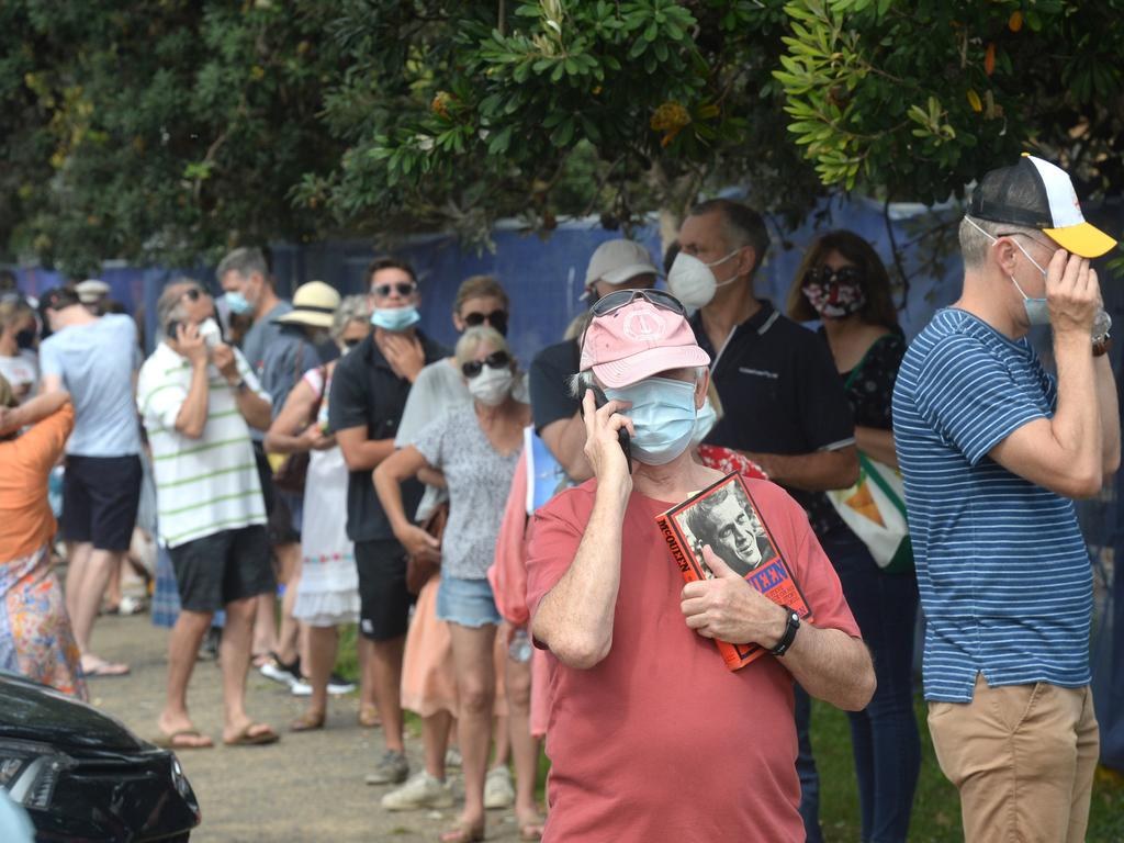 Northern beaches residents line up at Mona Vale hospital for a COVID-19 test. Picture: NCA NewsWire/Jeremy Piper