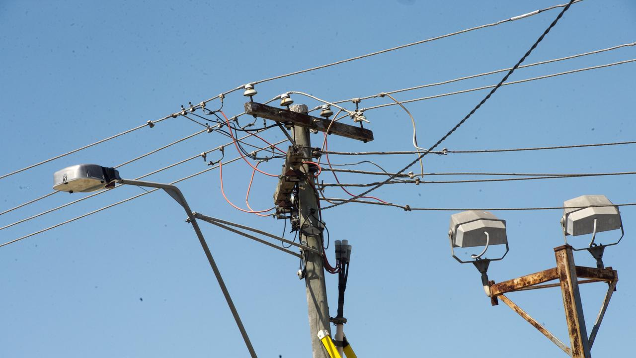 Powerlines came down in North Rockhampton's Elphinstone St on Friday afternoon. FILE PHOTO.