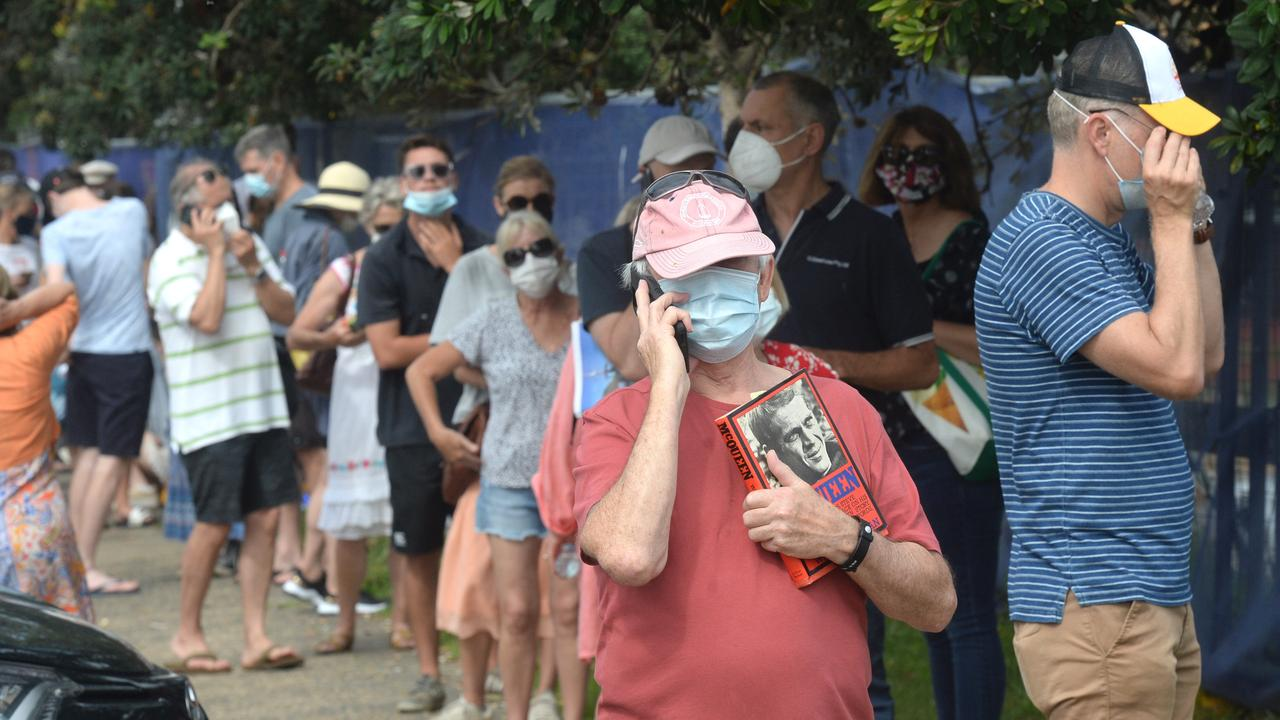 Northern beaches locals line up to get tested for COVID-19. Picture: NCA NewsWire/Jeremy Piper
