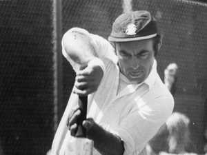 Cricket world mourns great's death