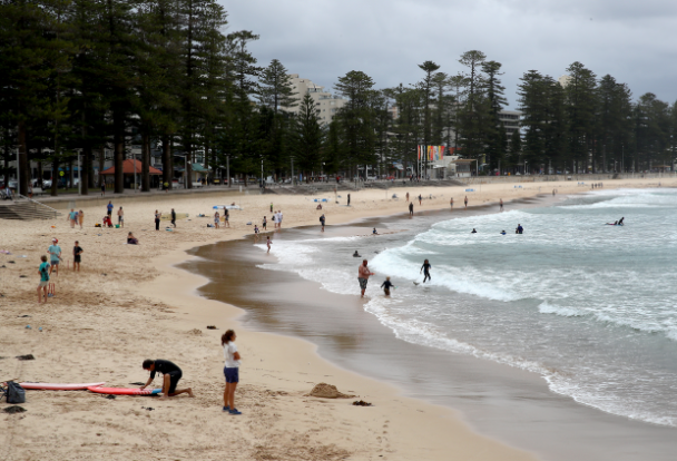 Scenes from Manly beach show residents are largely obeying social distancing orders