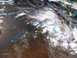 Potential cyclone building off Aussie coast triggers warning