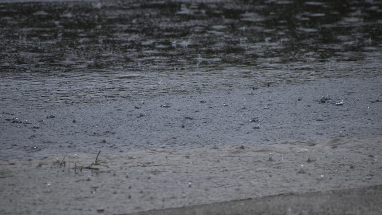 Cyclone Imogen makes landfall on North Queensland coast