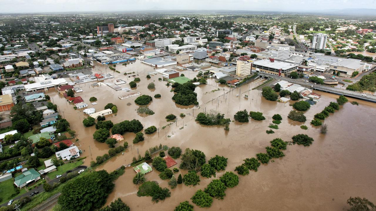 Flooding in Ipswich on Wednesday, January 12, 2011. Ipswich CBD looking West.Photo: Rob Williams / The Queensland Times