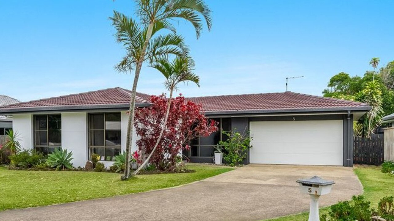 This beautifully renovated home is located in the popular Shaws Bay precinct at East Ballina.