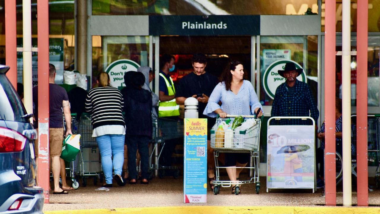 Lines form out the door of Woolworths Plainland as panic buying returns following announcement of COVID lockdown in Greater Brisbane. Photo: Hugh Suffell.