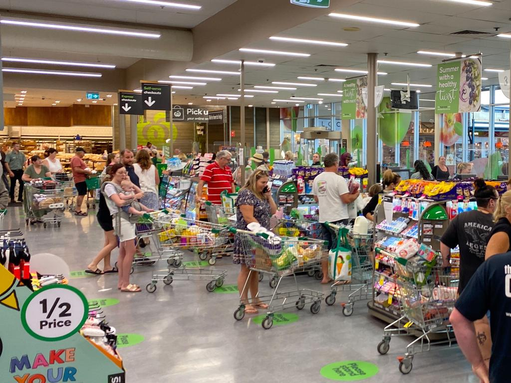 Long queues are forming at Woolworths in Beerwah on Friday. Photo: Natalie Wynne