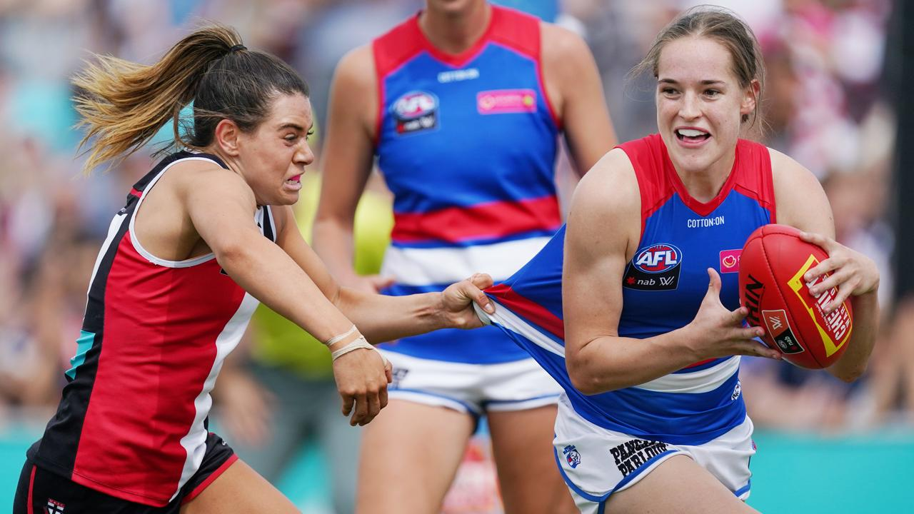 AFL sweating on state governments to ease border restrictions ahead of AFLW season