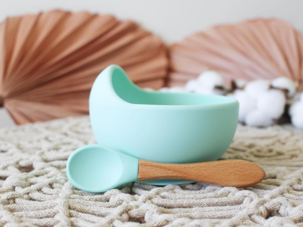 The silicone suction bowl and spoon set not only stays in place on most surfaces, but the curved lip also means less mess for mum and dad.