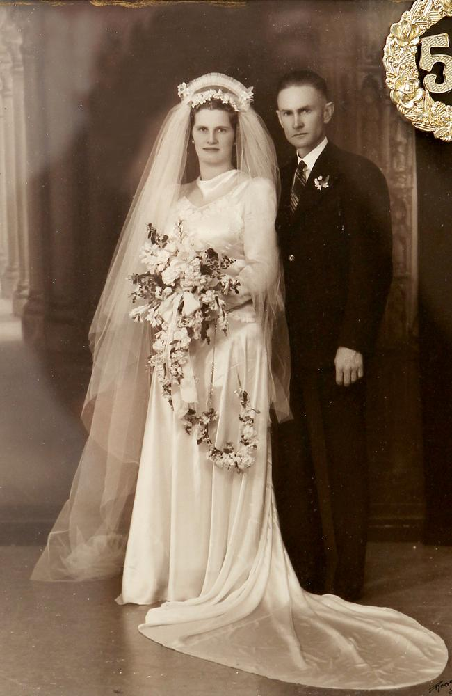 Dexter and his wife Gladys on their wedding day in 1942.