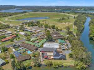 Horse-lover's dream property: 15 stables near Ballina track