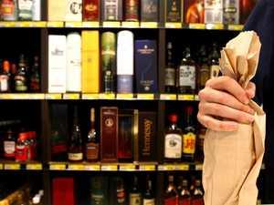Bargain booze on offer as Airlie bottle shop closes