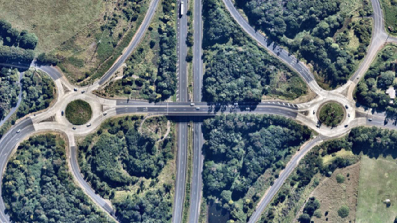 The NSW Government is investing $750,000 in a project at the Ewingsdale Road interchange on the Pacific Highway to manage traffic flow and reduce highway congestion during peak traffic periods for motorists travelling to Ewingsdale and Byron Bay.