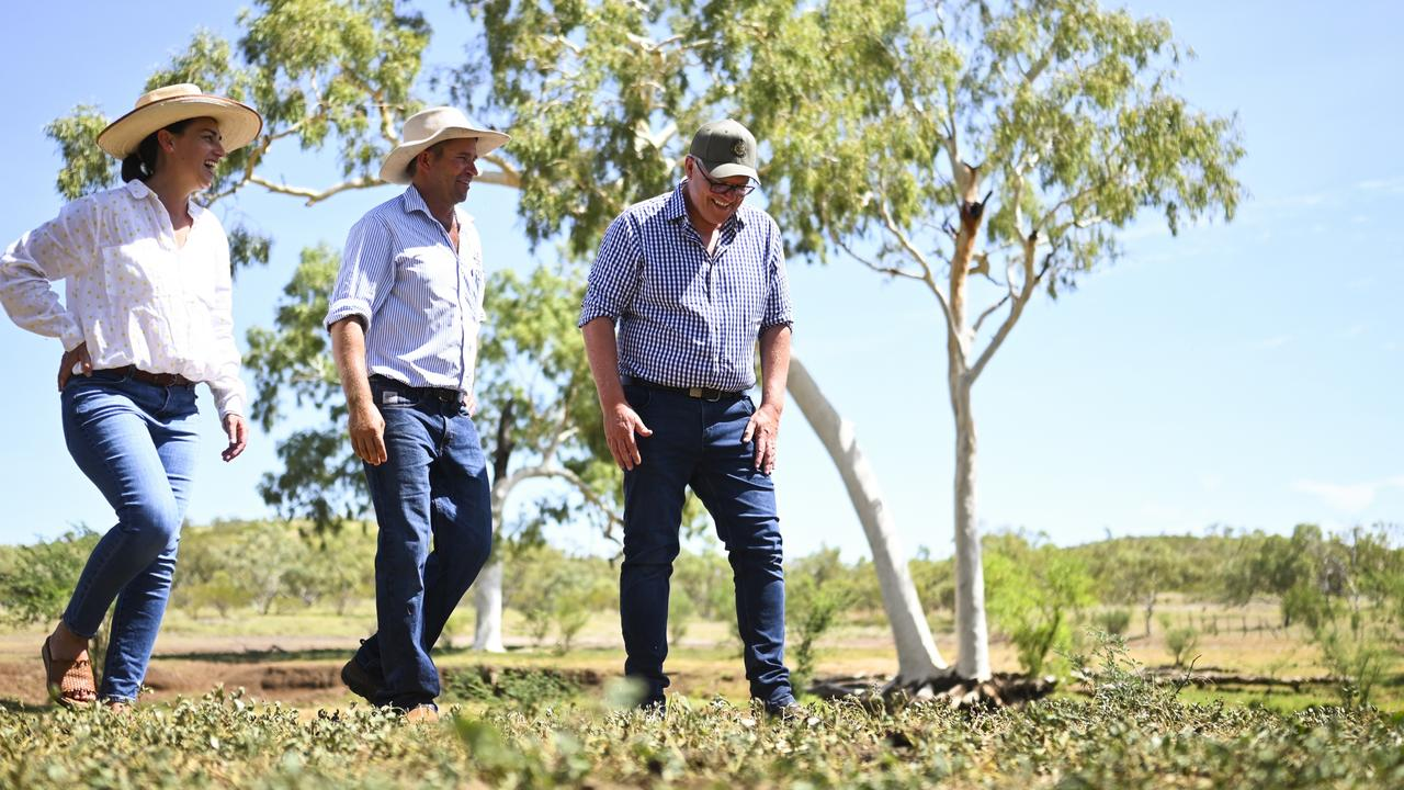 POOL - Australian Prime Minister Scott Morrison speaks to local farmers Don and Kirsty Moore during a visit to the Moore family farm in Cloncurry, QLD, Wednesday, January 20, 2021. (AAP Image/Lukas Coch)