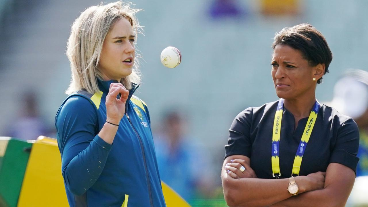 Mel Jones, pictured with Ellyse Perry, is co-chair of Cricket Australia's First Nation's Advisory Committee.