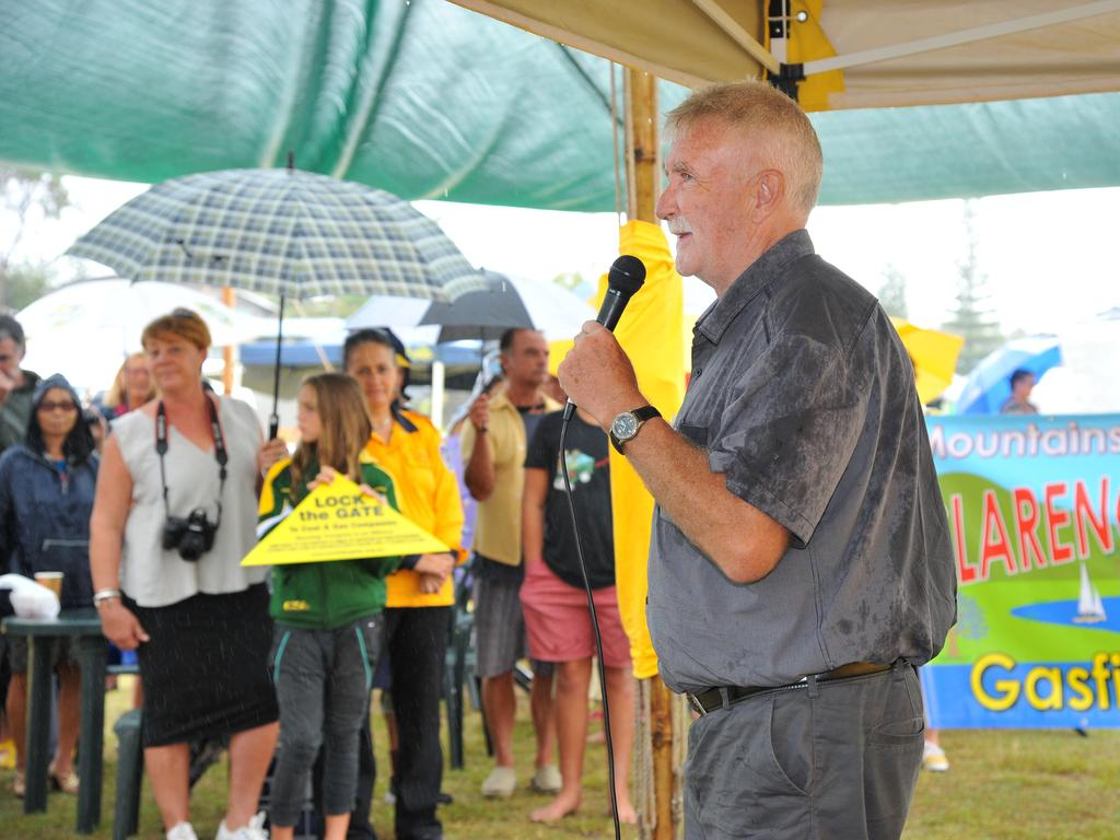 Independant candidate Brian Robins speaking at the CSG rally held in Yamba. Photo: Bruce Thomas / Daily Examiner March 22, 2015