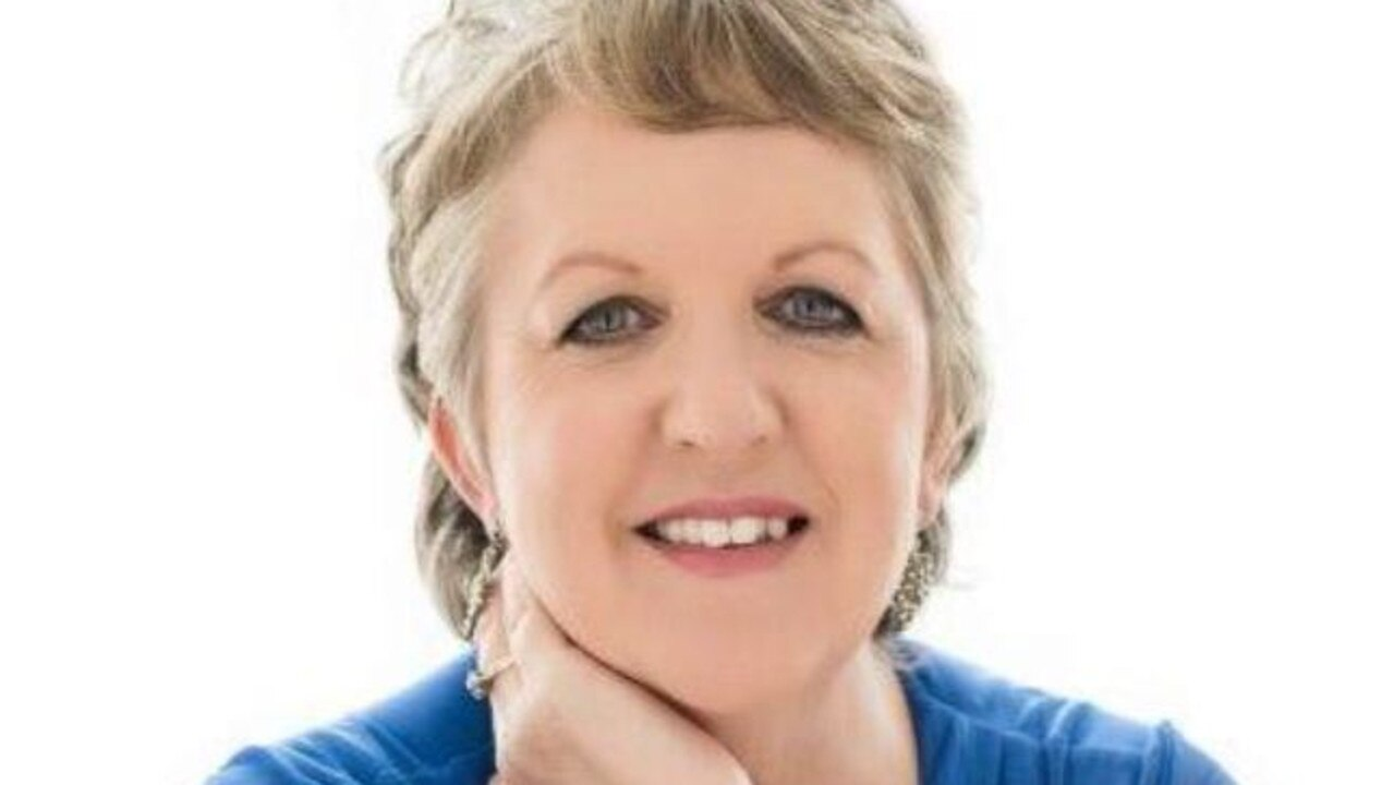 Judy Tomlinson is part of the Celebrate Glass House group and runs Glasshouse Country Tours.