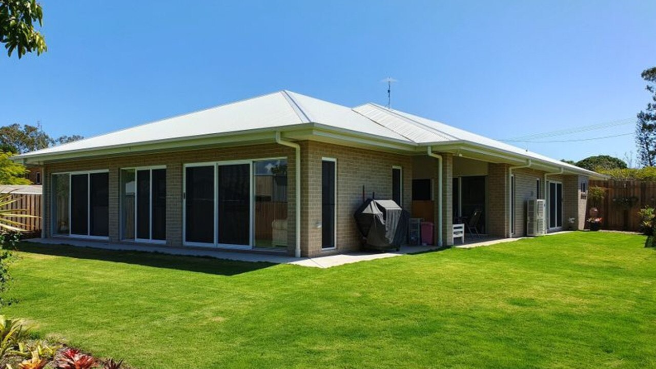A house in Point Vernon is for sale for offers over the $1 million mark by Real Blue's Tony Stephens.