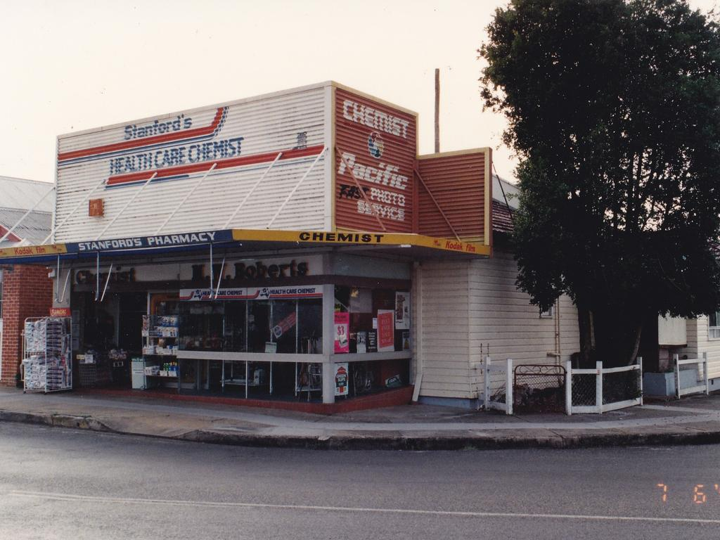 Stanfords Pharmacy a year prior to its redevelopment in 1995.