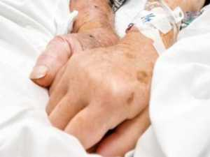 Couple die from COVID holding hands