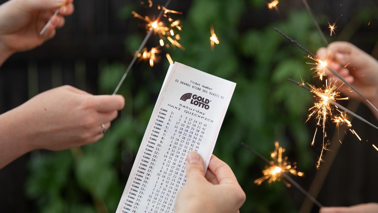 Rockhampton woman wins lotto.
