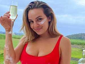 Fans praise real bikini photo from star