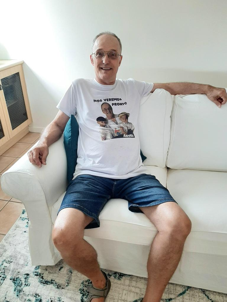 """Ben White wearing the T-shirt of the boys that says """"we will see you soon grandpa"""" in Spanish."""
