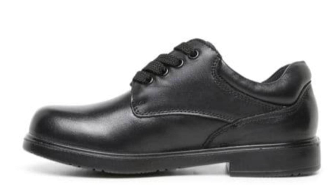 Williams Shoes Kyson Jnr E Black leather.