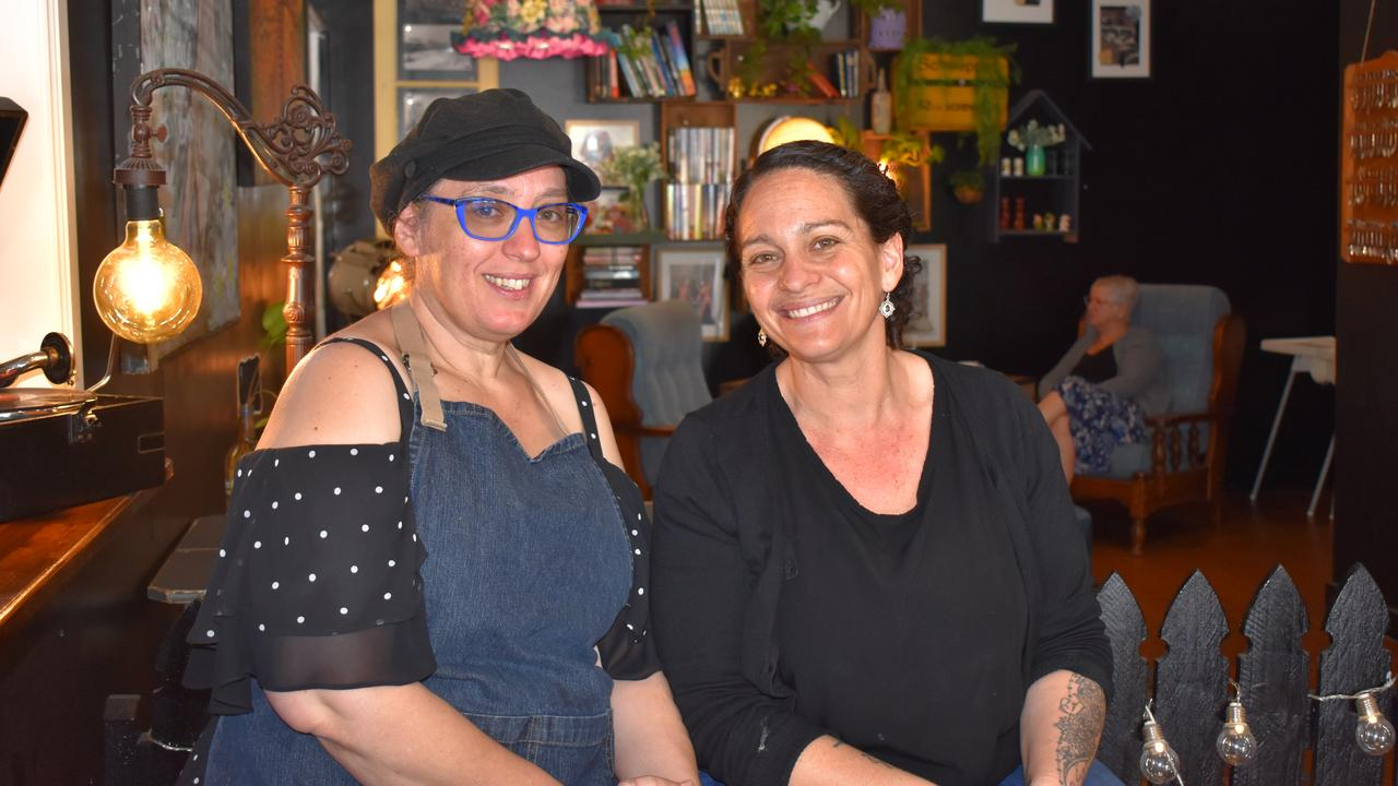 Oodies Cafe co-owners and sisters Jenny Haack and Suzy Evans. Picture: Rhylea Millar.