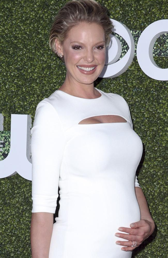 A pregnant Katherine Heigl on the red carpet.