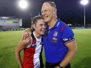 Footy fans are in love with this AFLW 'photo of the year'