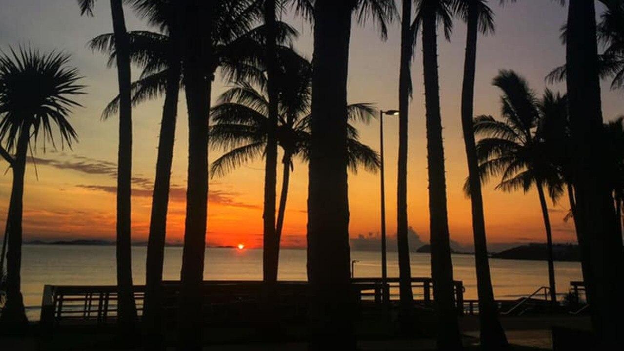 A stunning sunset viewed from Yeppoon's main beach, at the Capricorn Coast.