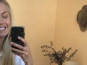Elyse Knowles on spelling selfie blunder