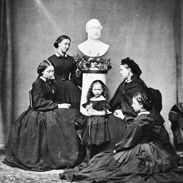 The children of Prince Albert in mourning attire, the Royal Family that exemplified the ideals of the mourning traditions of the time.