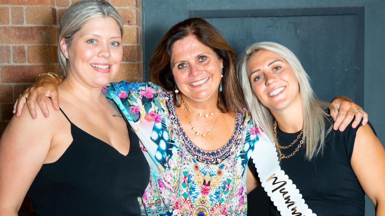 Katrina Gorry with mum Linda and sister Manda. Source: Ann Odong/Football Australia.