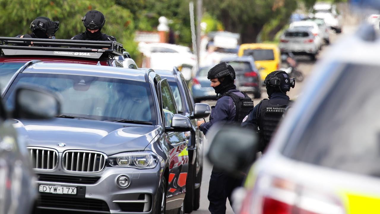 Police speak to locals at Universal Street in Eastlakes where the streets have been blocked off due to the police operation to locate the man. Picture: NCA NewsWire / Gaye Gerard