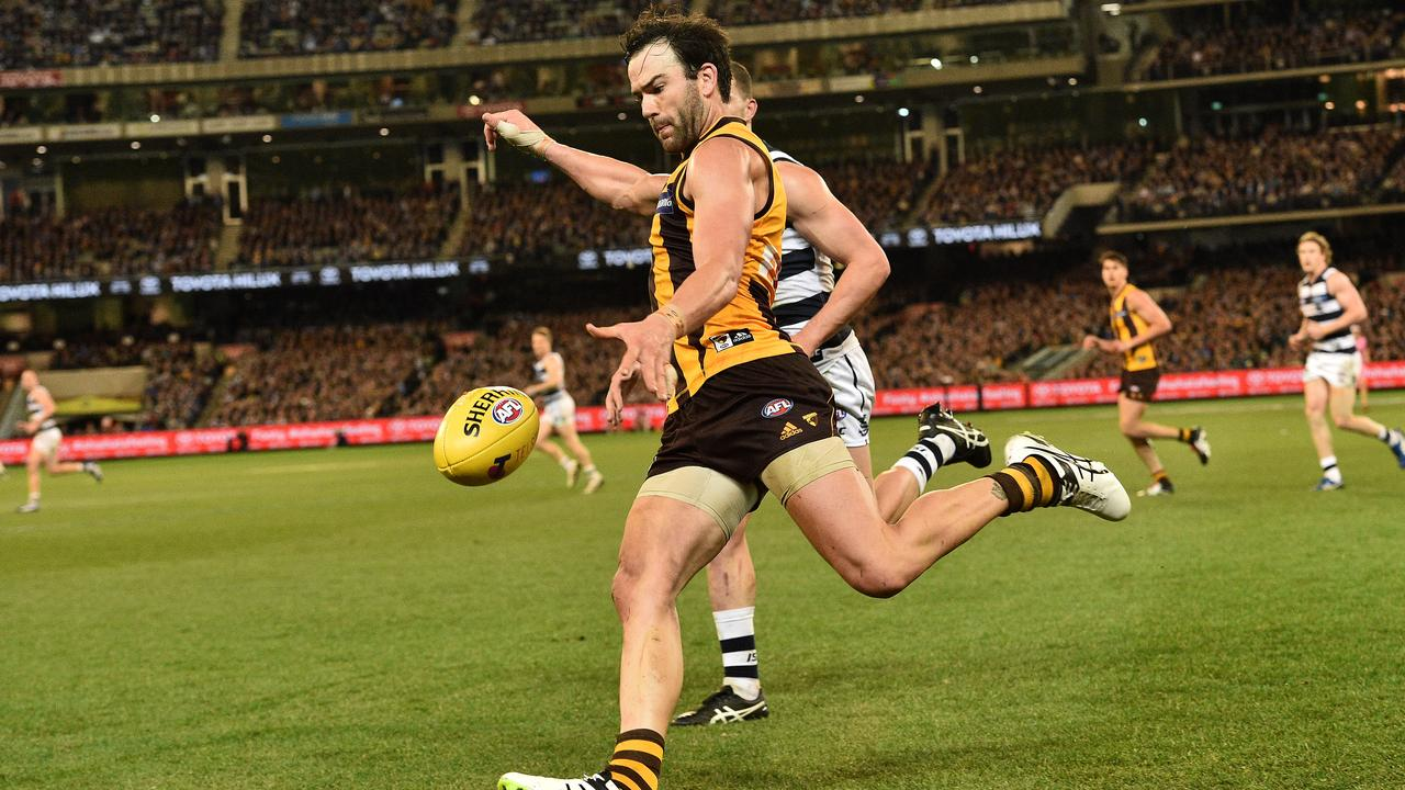Jordan Lewis kicks against Geelong in a Qualifying Final at the MCG in 2016. Picture: AAP