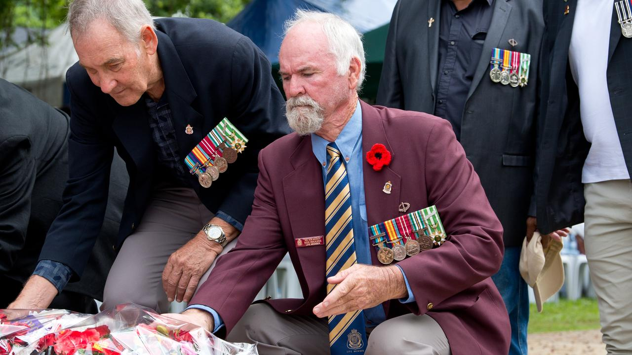 Ken Higgins lays a wreath at the Anzac Day service at Jubilee Park in Mackay 2019.