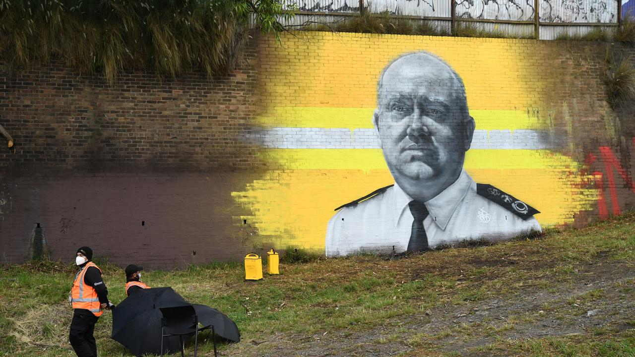 A cost of about $1,200 a day, a mural of our fire chief in Sydney's inner west is getting protection worthy of Da Vinci's masterpieces.
