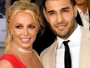 Britney's family feud explodes online