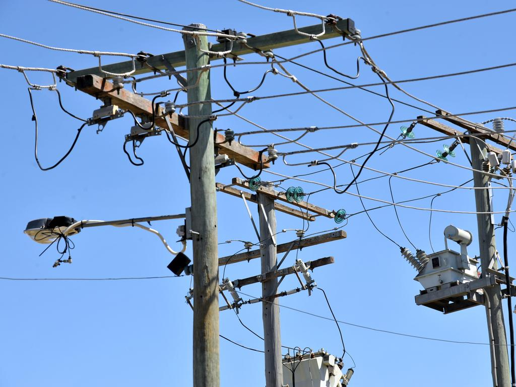 More than 1800 homes and businesses at Sippy Downs and Palmview are without power from a mystery outage.