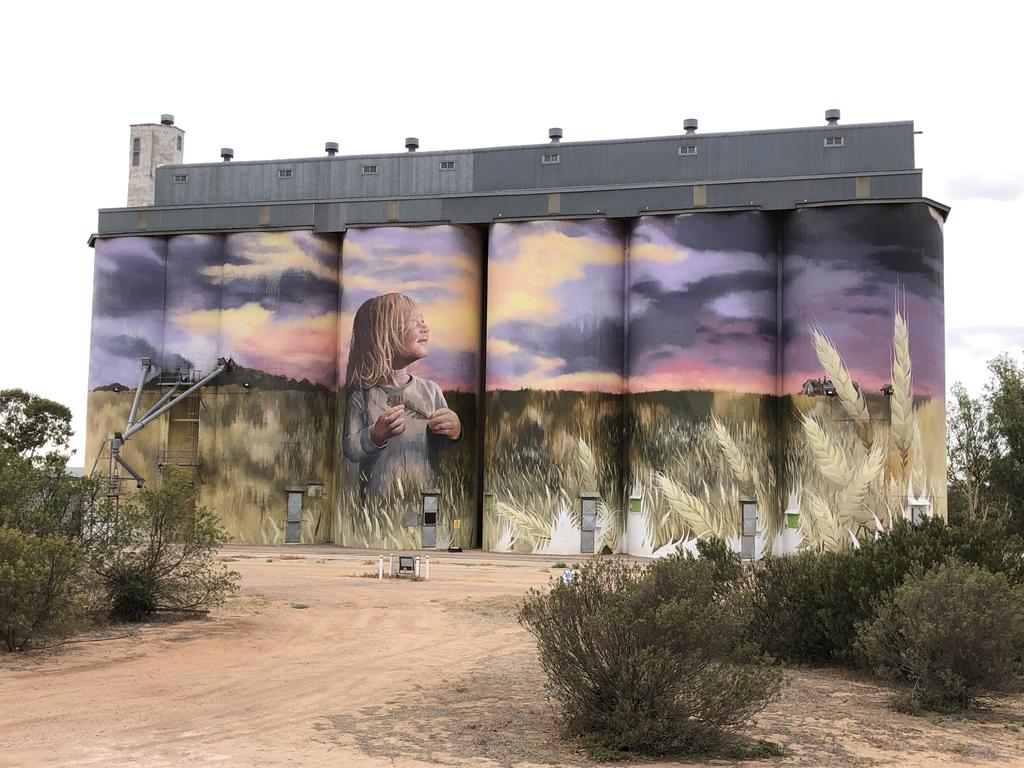 SUMMER SNAPS Zdzislaw Kwiecien Silo Art - Kimba,South Australia
