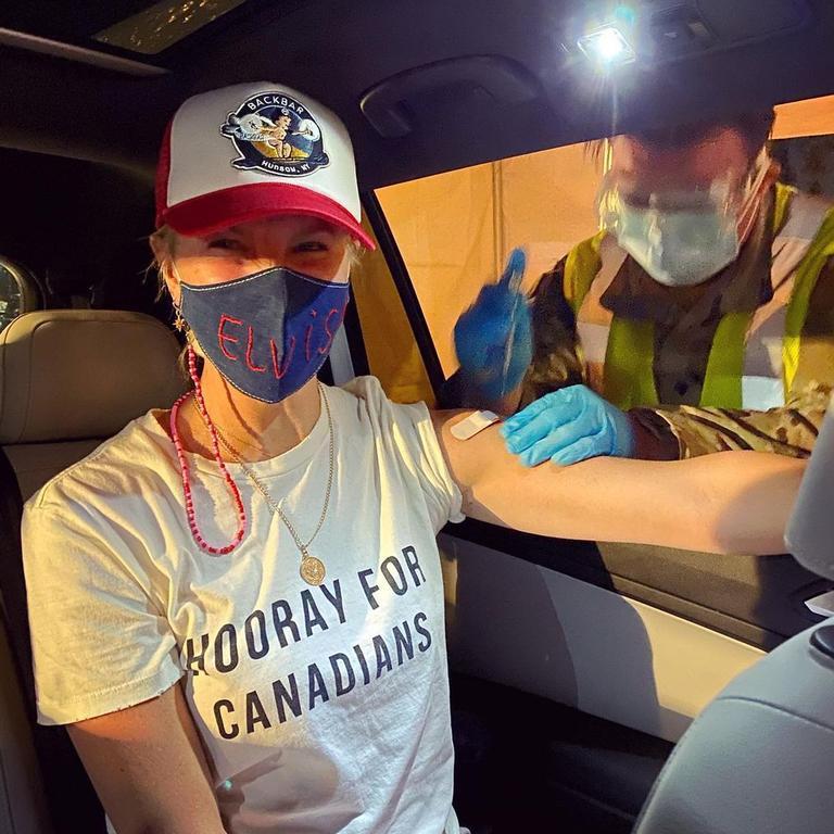 Amanda Kloots gets her vaccine.