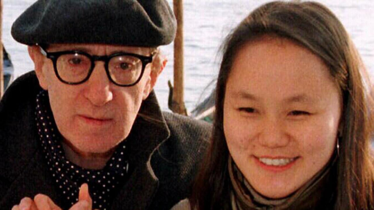 Actor & director Woody Allen with wife Soon Yi pose for photographers in Venice, 19/12/98 celebrating first wedding anniversary. Alle/Fam Allen/Actor Soon/Fam