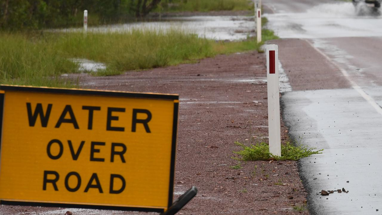 Warnings issued as moderate flooding looms in the Top End