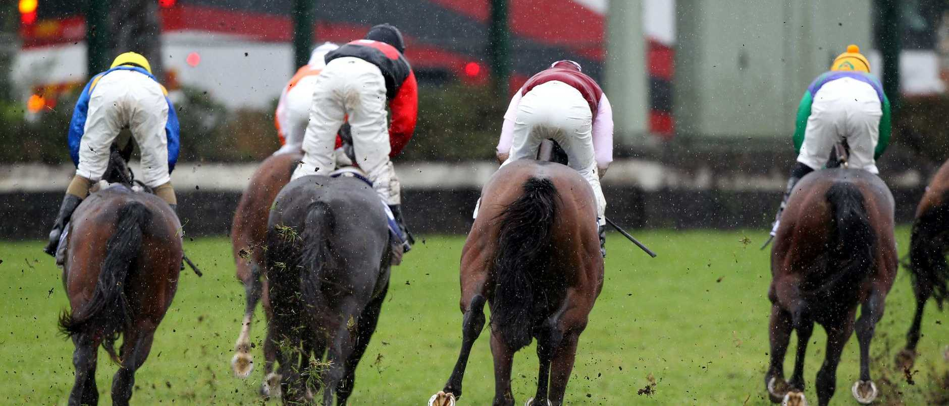 Horse Racing - Canterbury Races @ Canterbury Park .Race 1 , Horses kick up mud in the wet conditions .Pic;Gregg Porteous