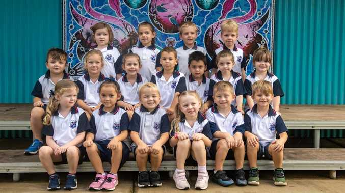 Lake Clarendon students are all smiles for prep photos