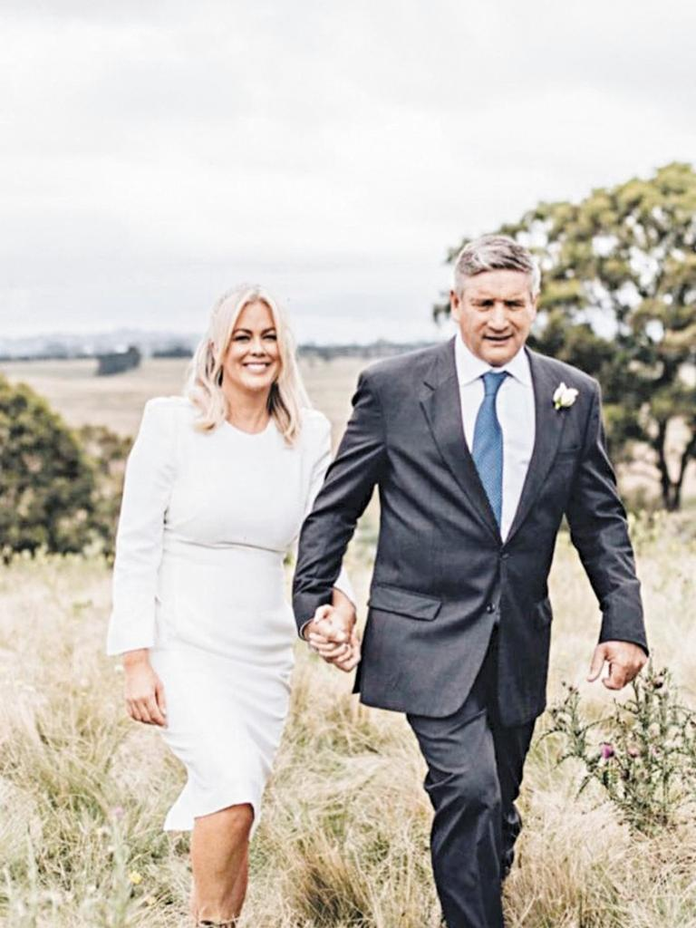 Samantha Armytage and her new husband Richard Lavender on their wedding day. (Picture: Supplied)